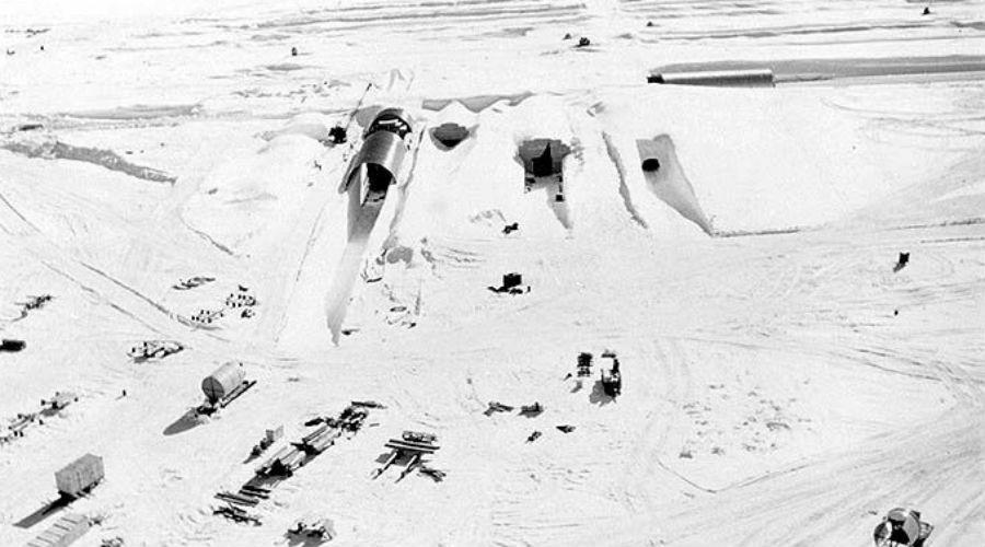 Просчет Вообще-то, слово «бросили» подойдет куда лучше. Американские вояки были уверены, что базу навсегда запечатают вечные льды Гренландии. Тоннели плотно запакуются и проблема решится сама собой.