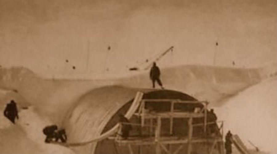 Ледяной червь с горящим сердцем Большую часть тоннелей просто вырубили во льдах, отсюда и название базы. Специально для «Ледяного червя» американцы разработали первый в мире ядерный реактор. Модель РМ-2А вырабатывала два мегаватта энергии.