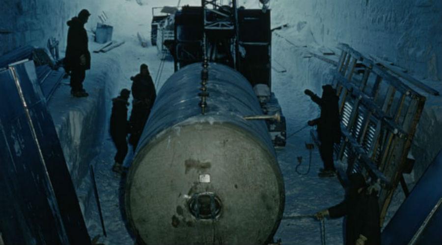 В 1960-х годах у американских военных было мало оснований полагать, что их секретная ледовая база в будущем вызовет экологические проблемы. В конце концов, она была заключена в оболочку льда и должна была надолго остаться глубоко в мёрзлой земле — Джефф Колгари, профессор Брауновского университета