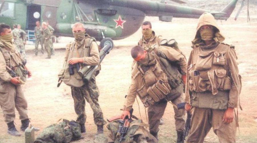Захват ЦК Ранним утром того же дня советский спецназ захватил здание Центрального комитета. Сопротивления не было, удар был слишком внезапным. Министры-бунтовщики попали под арест и отправились в Москву ближайшим рейсом. Чехословакия вновь примерила на себя красное полотнище советского флага.