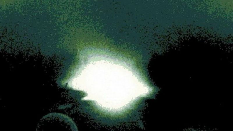 Цели проекта Американские военные аналитики умудрились уложить весь секретный проект в две довольно простые и логичные максимы. В первую очередь, требовалось выяснить, станут ли НЛО (если они вообще существуют) опасной угрозой национальной безопасности. Второй целью постановили анализировать все сообщения об НЛО с помощью научного подхода.