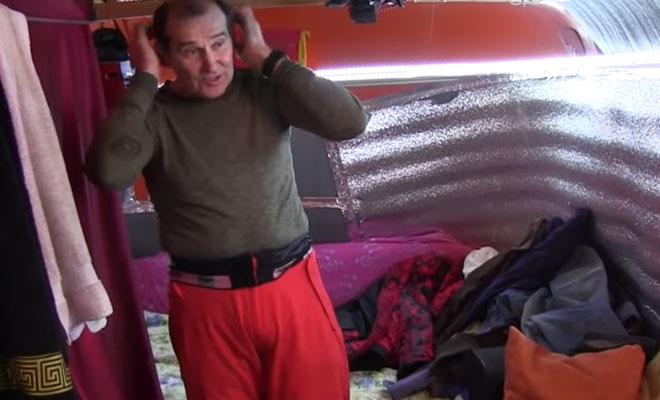 Мужчина взял ржавый ПАЗик и превратил его в квартиру