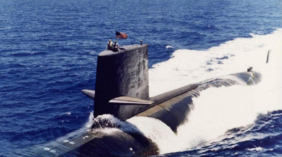 Вооружение и реактор На борту «Скорпион» нес самонаводящиеся торпеды, способные найти цель на расстоянии до 9 тысяч метров. Атомный реактор (нового типа, не применявшийся ранее) обеспечивал надводную скорость в 15 узлов и подводную в 33 узла.