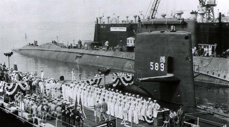 Советская угроза Все эти проблемы не помешали командующему подводным флотом США отправить «Скорпион» на слежку за группой советских кораблей у Канарских островов. 20 мая 1968 года подводная лодка вышла на задание. Ничего не предвещало особых проблем — советская эскадра состояла из одной подводной лодки проекта 675, судна-спасателя, 2 гидрографических судна и эсминец. В теории, «Скорпион» мог с легкостью оставаться незамеченным.