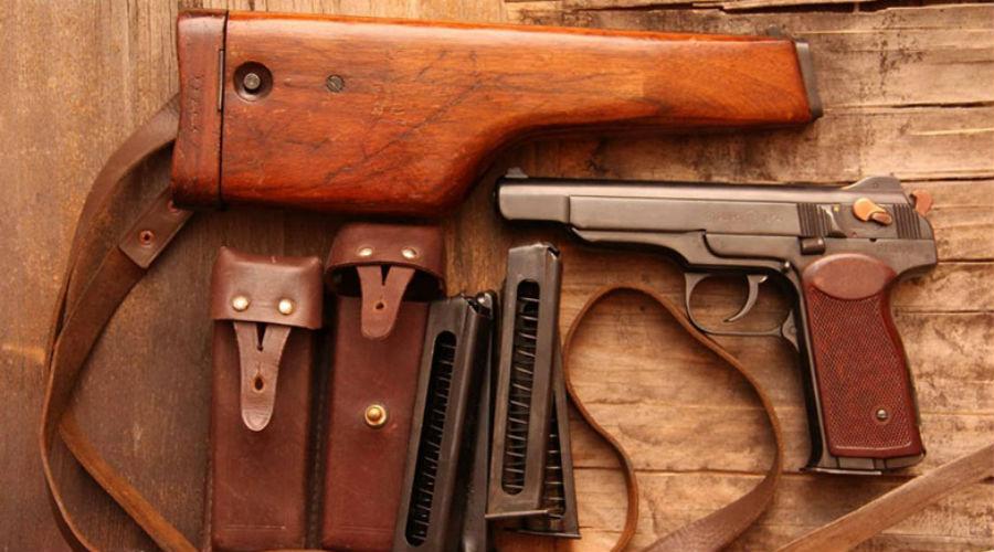 АПС Автоматический пистолет Стечкина тоже может считаться «старичком». Однако, его с удовольствием используют даже бойцы СОБРА: надежнее, компактнее и скорострельнее пистолета пока на вооружении нет.