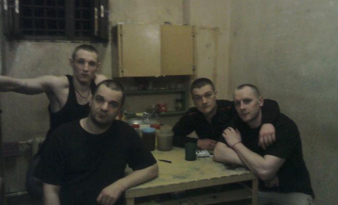 Почему в российской тюрьме нельзя сидеть и лежать