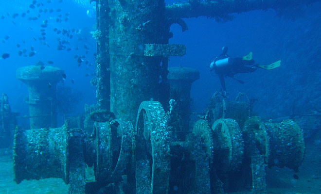 Последний путь списанных кораблей: тысячи тонн железа становятся коралловыми рифами
