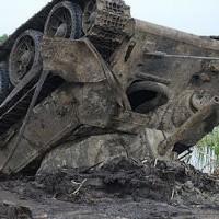 Черные копатели погрузились в болото: танк под водой пролежал 70 лет
