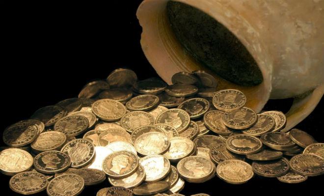 Клад монет средневековья: сокровище лежало прямо под ногами