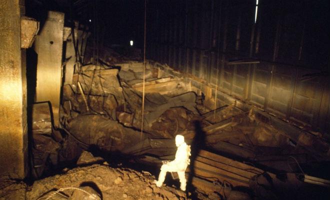 Два часа под чернобыльским саркофагом: вылазка первых сталкеров