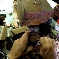 Заброшенный дом и гараж: кладоискатель рискнул и нашел золото
