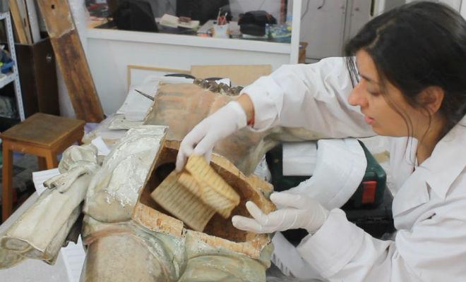 Записка в статуе возрастом несколько сотен лет: случайная находка археологов