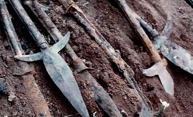 Откопали клад оружия: металлоискатель подал сигнал под ногами