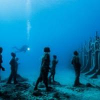 Стена на дне океана: спутниковый археолог провел линию до самого полюса