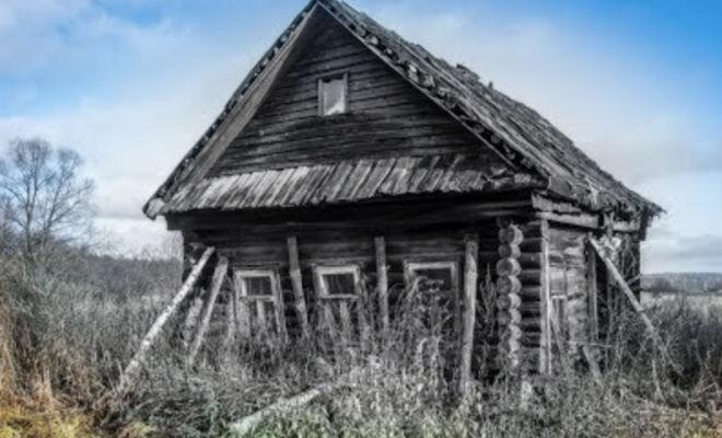 Дома в лесу оставили и не открывали 25 лет: поисковик вошел внутрь