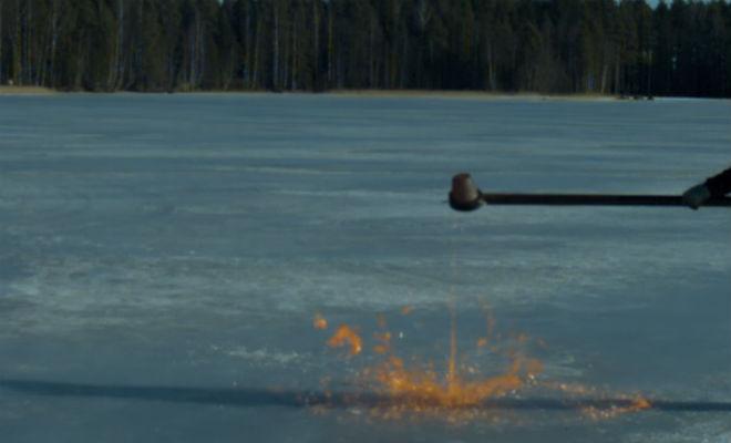Расплавленный металл против замерзшего озера