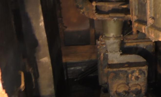 Спустился в заброшенный бункер: в темный зал начала прибывать вода