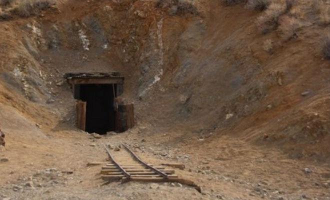 Мужчина в тайне от всех рыл тоннель 38 лет: поисковики спустились вниз