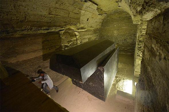 Полости под полом пирамиды Хеопса: археологи пробиваются к тысячелетней истории тайнам